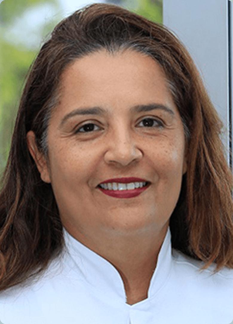 Dra Sheila Mendes Batisa dentista da Implantomed Brasilia
